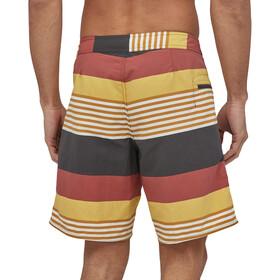 Patagonia Wavefarer Pantalones cortos Hombre, amarillo/rojo